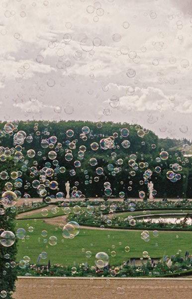 Instalação em Versailles com as bolhas de sabão aromáticas