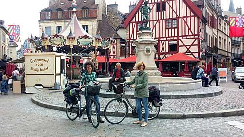 Em Dijon: prontas para pegar a estrada