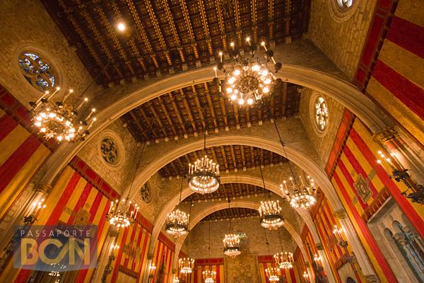 O medieval Saló de Cent dentro da prefeitura de Barcelona