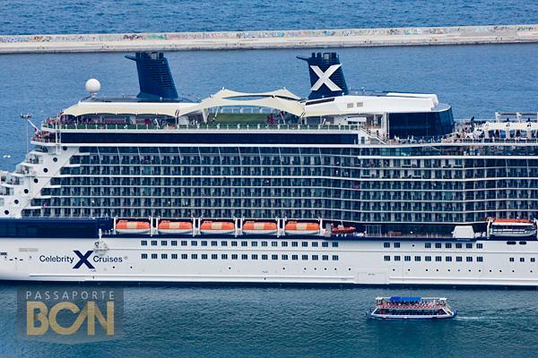 Cruzeiro da Celebrity Cruises no porto de Barcelona