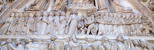 Leitura do Juizo Final na fachada da Notre Dame