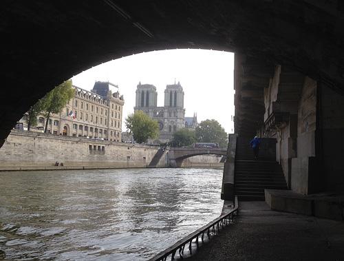 Notre Dame a partir das margens do Sena
