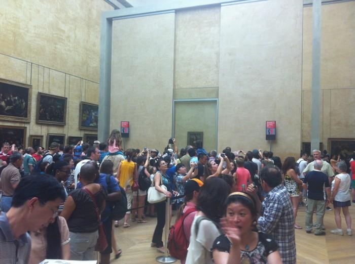 Multidão no museu do Louvre
