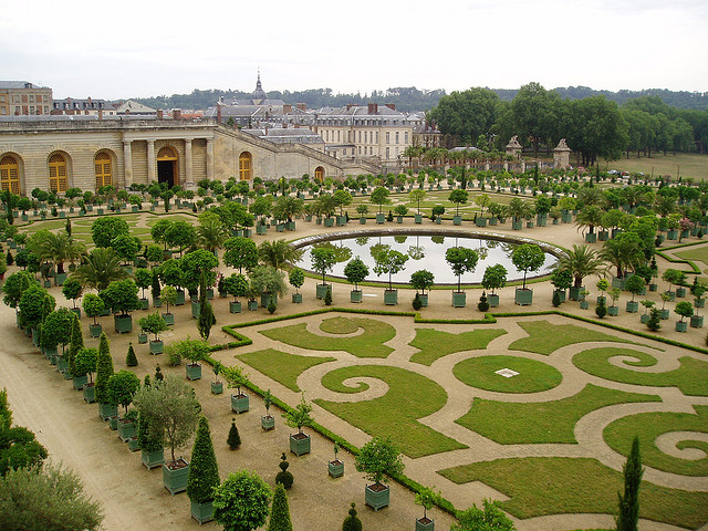 Os jardins do castelo de Versalhes, obra do paisagista Le Nôtre.
