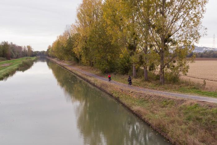 Canal que leva até o lago