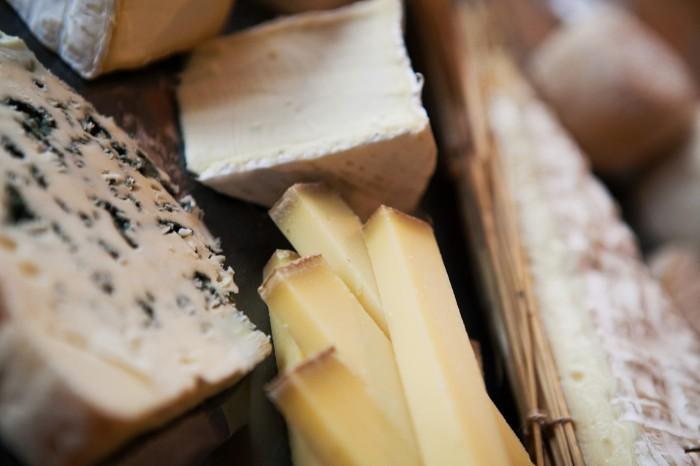 Alguns dos queijos oferecidos durante a degustação.