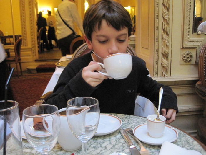 Chocolate quente da casa de chá Angelina