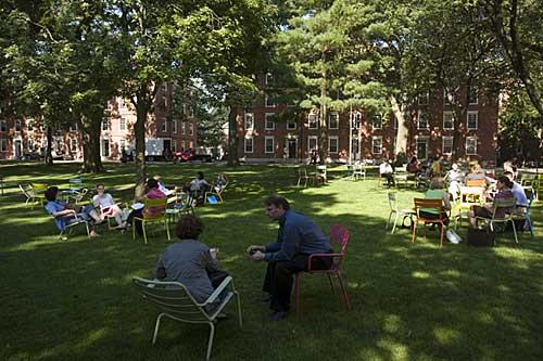 Cadeiras Fermob, campus Harvard University