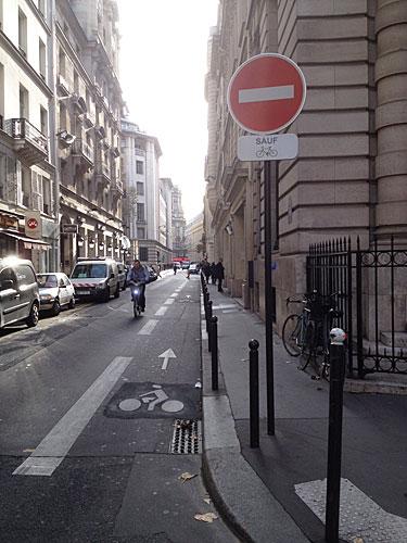Corredor bicicletas na contramão
