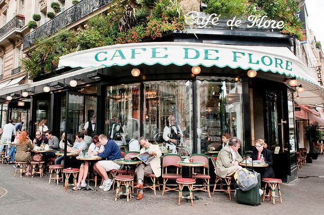 Café de Flore, em Saint-Germain. Foto de Karen Corby, no Flickr.
