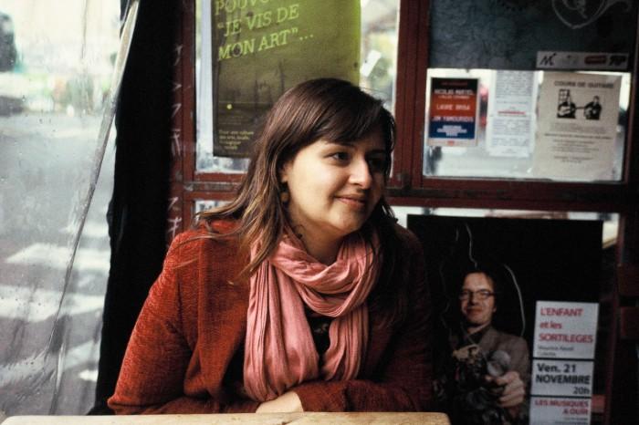 Dani Moura, durante a entrevista em um café em Paris