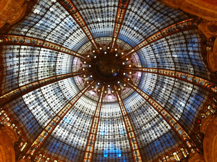 A famosa cúpula da Galeries Lafayette
