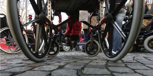 Paris em cadeira de rodas.