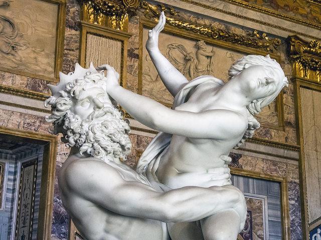 O Rapto de Proserpina, na Galeria Borghesi, em Roma.