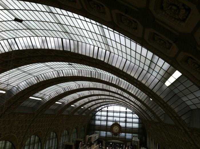 O lindo teto de vidro do prédio