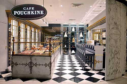 Café Pouchkine na loja de Departamentos Printemps