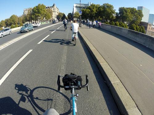 Ciclistas em Paris