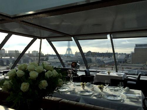 L'Oiseau Blanc, bistrô localizado no último andar do Hotel Peninsula, em Paris
