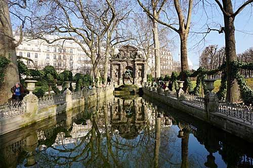 Jardim Luxembourg, Fonte Medicis