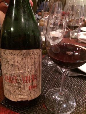 Curso de vinho na cave da Marina