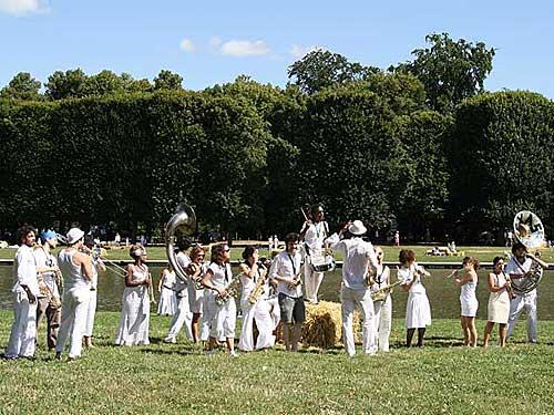 Piquenique branco, festa 14 de julho no parque de Versailles