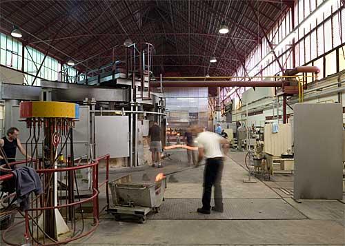 O museu é q construção tranparente no fundo da usina