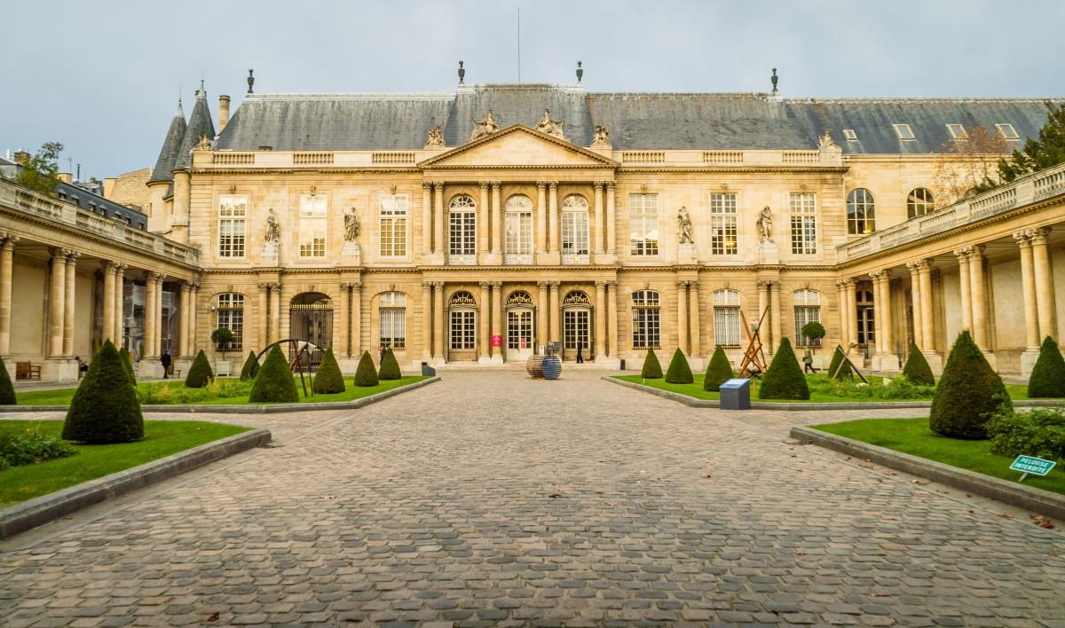 A entrada do Museu Carnavalet, em Paris.