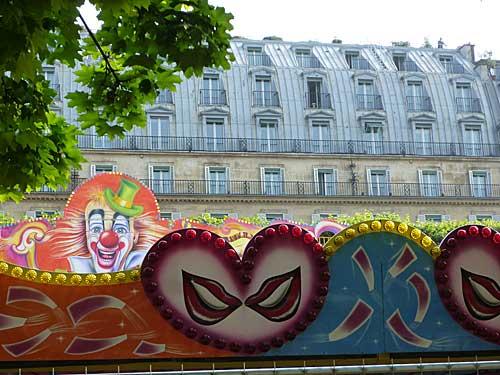 Tuileries e seu parque de diversões do verão