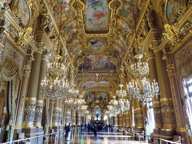 O Grand Foyer da Ópera Garnier, em Paris.