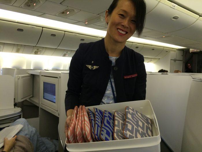 Os tripulantes da Air France são orientador a atender os brasileiros com especial cordialidade. Um sorriso é sempre bem-vindo.