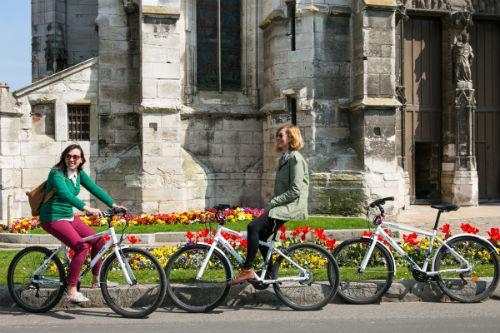 Nos vilarejos de Vernon e Giverny, você vai passar por monumentos e locais históricos frequentados pelos pintores impressionistas.