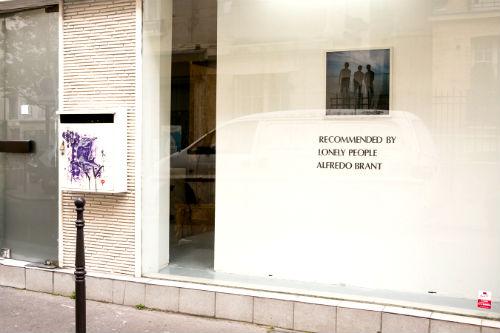 Vitrine da Galeria Duo, com a exposição do fotógrafo Alfredo Brant. Foto de Fernanda Hinke.