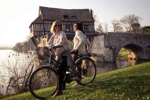 Antigo moinho às margens do rio Sena, entre Vernon e Giverny