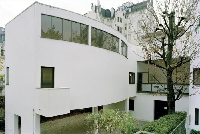 É possível visitar o exterior e o interior da Maison La Roche, projetada por Le Corbusier.