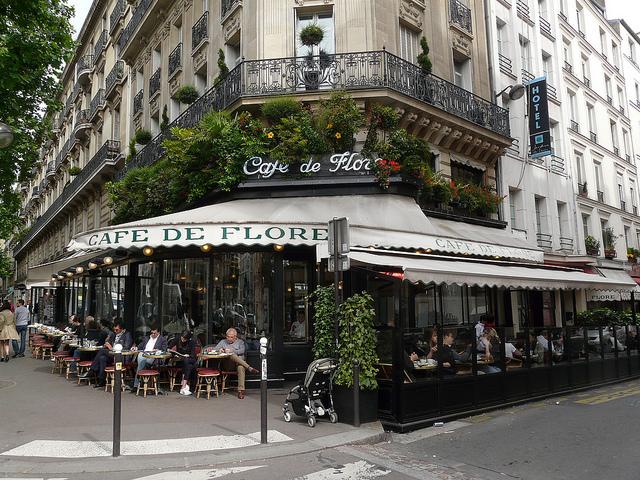 Café de Flore, ícone de Saint-Germain.