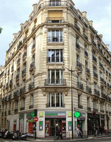 A entrada na Pharmacie Basire, no 16˚ arrondissement