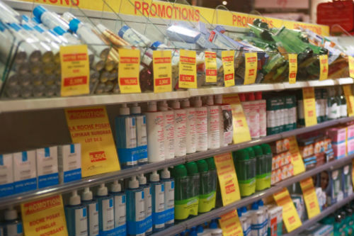 A farmácia oferece 15% de desconto para brasileiros. E, nas compras acima de 175,01, você ganha mais 13% de detaxe.