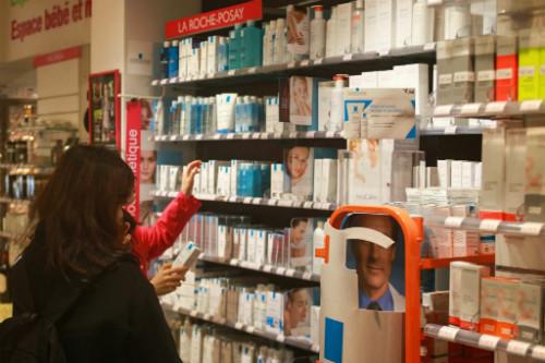 A farmácia vende as principais marcas de cosméticos e dermocosméticos francesas