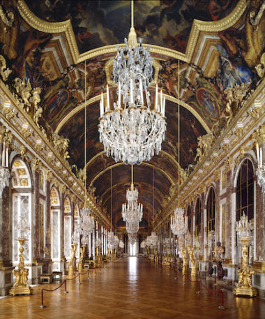 A famosa Galeria dos Espelhos, no interior do castelo. Foto cedida pelo castelo de Versalhes. © jm Manaï