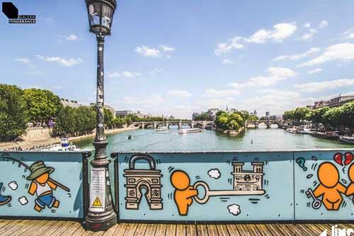 Pont des Arts, Galerie Iti