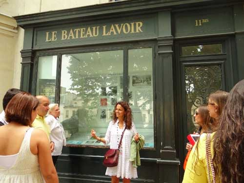 Zildinha diante do Bateau Lavoir