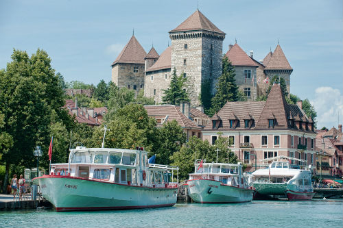 A empresa Compagnie des Bateaux oferece diversas opções de passeio de barco no lago de Annecy.