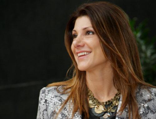 A personal stylist Dione Ochippinti, autora do novo guia da Editora Conexão Paris: O Bom & Barato das Compras em Paris
