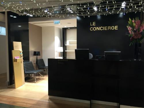 Entrada do espaço Le Concierge dedicado à clientela que fala espanhol e português.