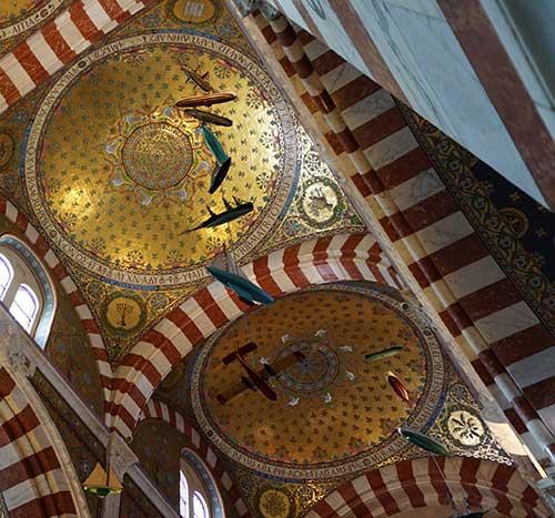 Basílica Notre Dame de la Garde. Ex-votos suspensos