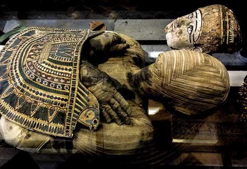 Museu do Louvre, múmia egípcia. Yann Caradec no Flickr