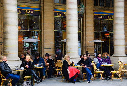 A deliciosa varanda do café Le Nemours