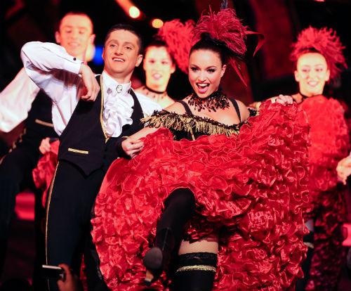 Bailarinos de cancan no Paradis Latin