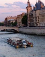 Passeio de barco pela Sena