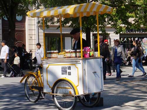 Kiosque para a população jovem do Marais
